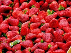 Erdbeeren für perfekte weiße Zähne