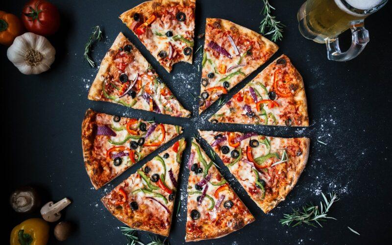 Pizza in Stückchen